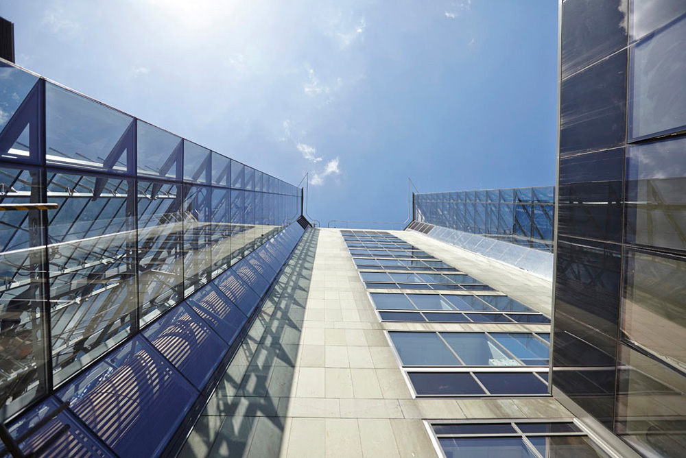 new glass atrium and louvre system on St Thomas' hospital by Airey Spaces